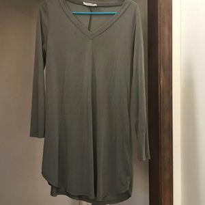 Olive long sleeved V-neck dress. Size XS/s
